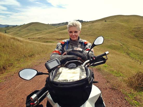kinga rides f800gs in the outback of australia