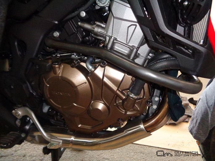 crash bar mounts on Africa Twin Honda